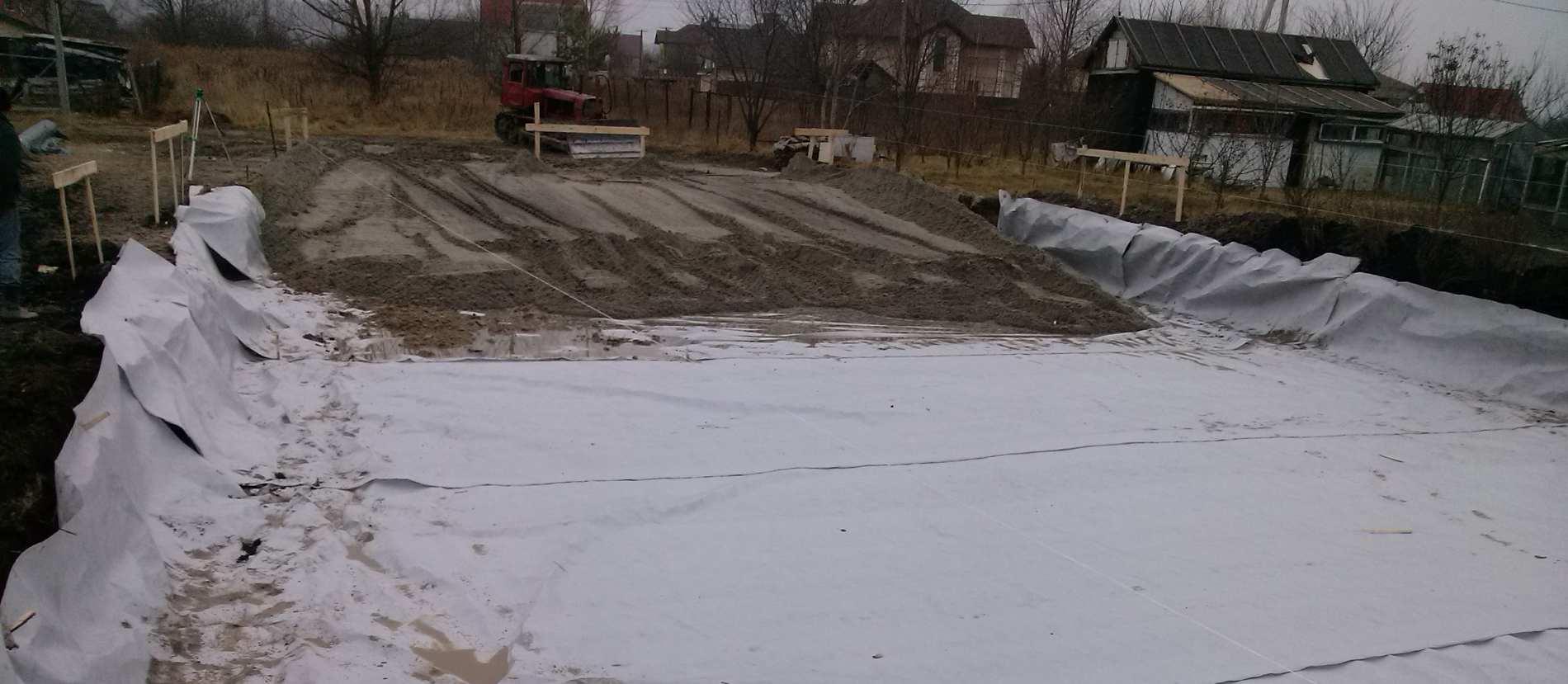 песчаная подушка для плитного фундамента
